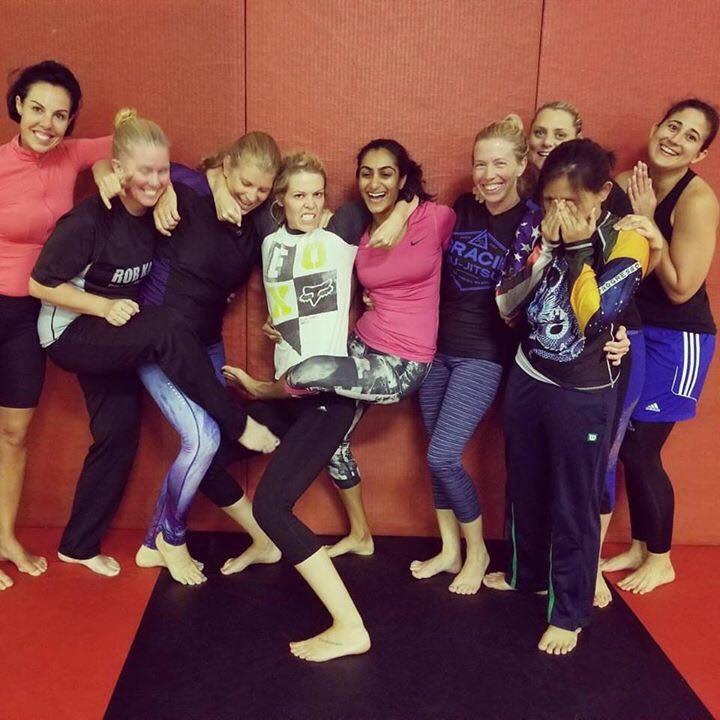 women-jiu-jitsu-students